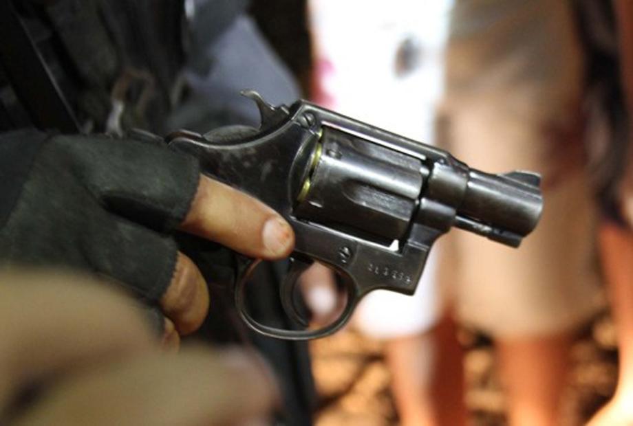 Resultado de imagem para tres armados assaltam bar