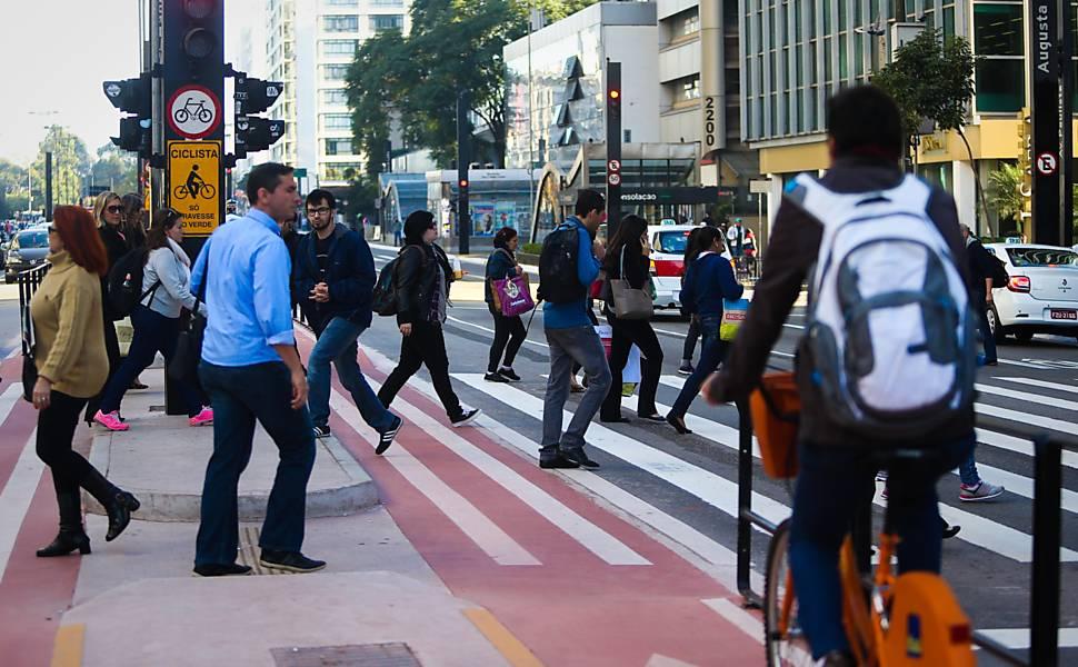 Resultado de imagem para pedestres e ciclistas
