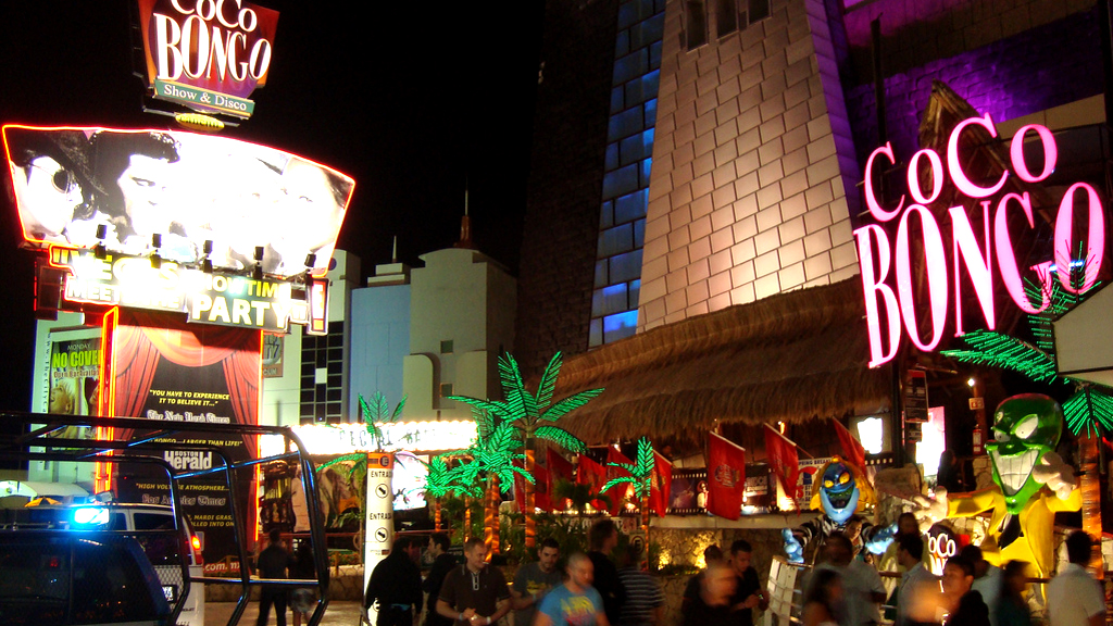 A vida noturna em Cancun   O Popular JM
